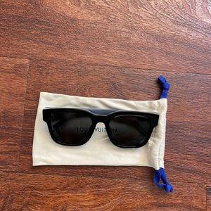New Authentic Louis Vuitton sunglasses w/receipt